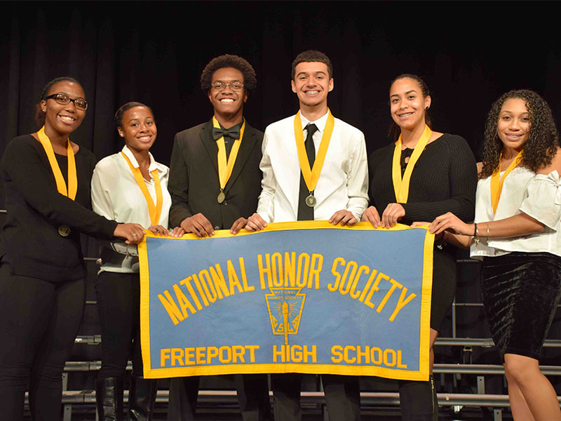 FHS Inducts 108 to National Honor Society